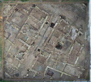 lam-01-vista-aerea-del-solar-con-restos-exhumados